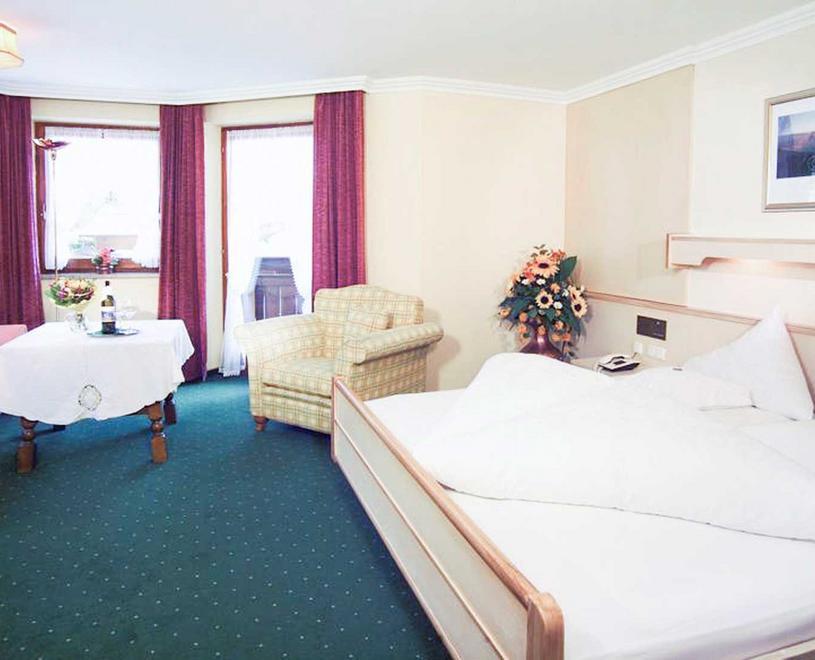 Wellnesshotel & Residenz Vier Jahreszeiten: Hotel Maurach